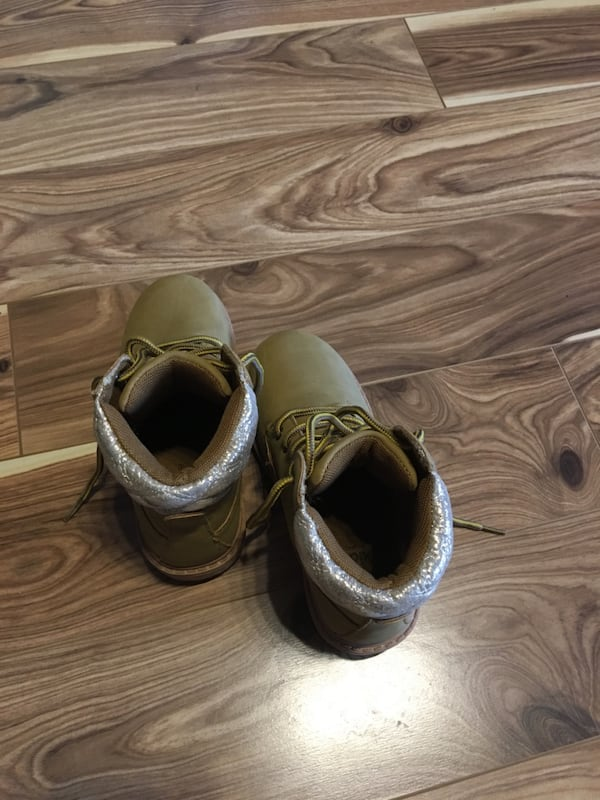 Girls NEW boots - size EUR 30/ US 12 2