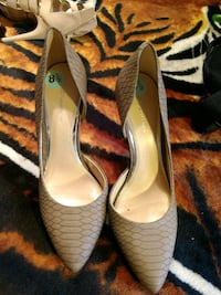 pair of bone bcbg pointed-toe pumps Los Angeles, 90710