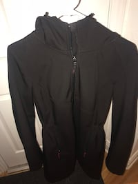 Black Coat/ Size Medium- Manteau Noir Imperméable-Grandeur Medium Montreal, H2P 2B1