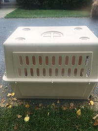 white and gray pet carrier Knoxville, 21758