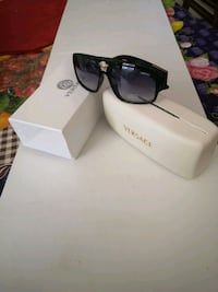 Nice Sunglasses complete with case and box Toronto, M1T 1A6