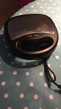 black and grey corded sandwich maker