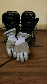 Snow boots 6.5 shoes gloves  (w) small Houston, 77006