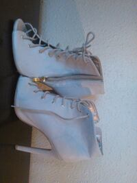 pair of white leather boots Gretna, 70053