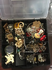 Assorted jewelry and vintage items