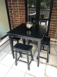 Indoor outdoor bar table with 4 stools  Toronto, M6P 2L7