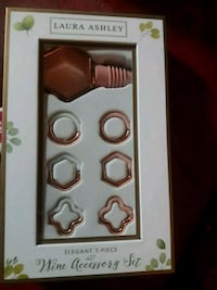 Brand new Wine accessory set by Laura Ashley