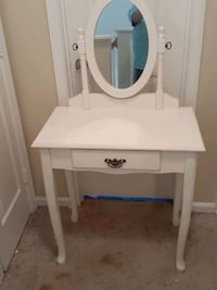 vanity with stool. Concord, 28025