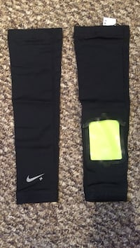Nike Arm Sleeves for phone Thorold, L2V 5C6