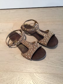 Size 6 gold stud brown suede women's sandals