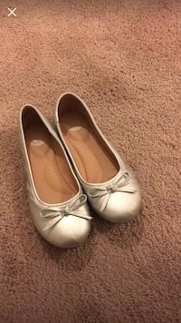 pair of gray leather flats Triangle, 22134
