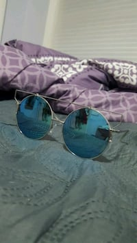 Round tinted sunglasses Coventry, 02816