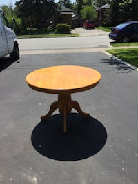 round brown wooden pedestal table Toronto, M1J 1N4