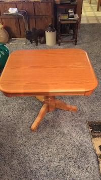Square brown wooden pedestal table Idaho Falls, 83401