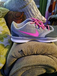 Nike ladies tennis shoe  size 11 Warren two times Shoes