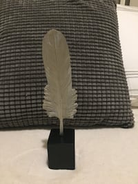 Accent feather statue New Tecumseth, L9R
