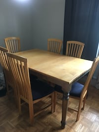 Solid maple dinning table with 6 chairs and leaf. Toronto, M1M 1T8