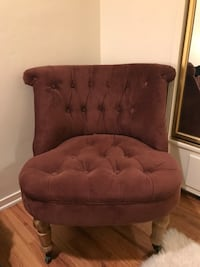 Purple velvet tufted chair Los Angeles, 91601