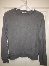 Grey t shirt, size medium  Edmonton, T6X 0Z4