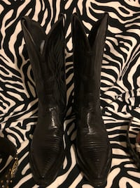 Tony Lamas leather boots, very good cond.,no scuffs. 461 mi