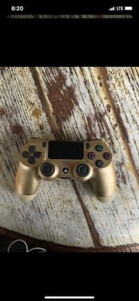 PS4 Gold Controller