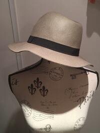 Ladies beige wool fedora size small Oakville, L6H 1Y4