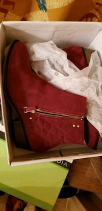 pair of quilted red suede side-zipped round-toe wedge booties with box Germantown, 20874