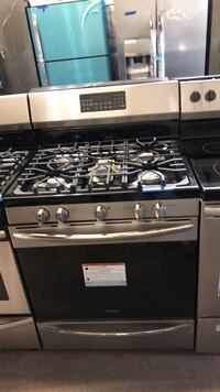 New Frigidaire stainless steel gas stove convection oven /self clean 6 months warranty  Baltimore, 21215