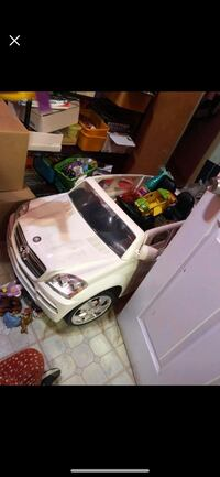 white and black ride on toy car Los Angeles, 90033