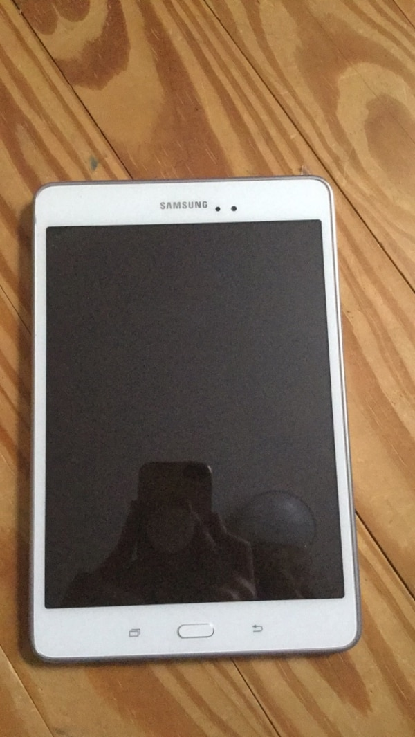 used white samsung galaxy tab tablet for sale in durham. Black Bedroom Furniture Sets. Home Design Ideas