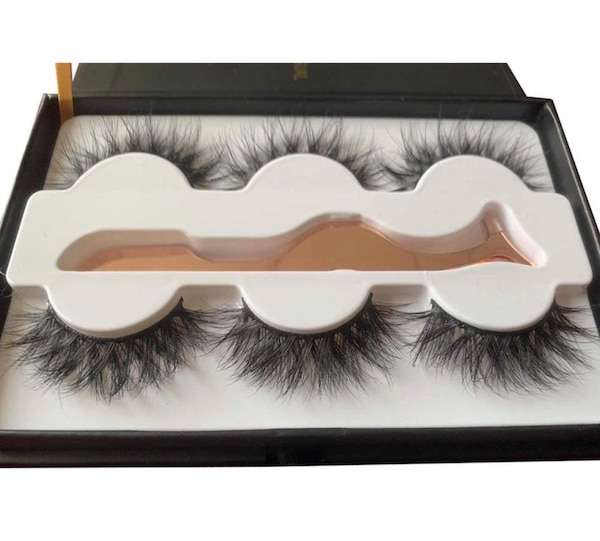 "580fb7f2421 Used 3D mink lashes ""DOLLFACE"