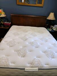 Simmons Beauty Rest Queen Mattress and Boxspring Severna Park, 21146