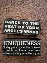 2 wooden quote plaques