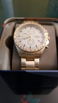 Round silver-colored fossil chronograph watch with link band and box Brampton, L7A 0N4