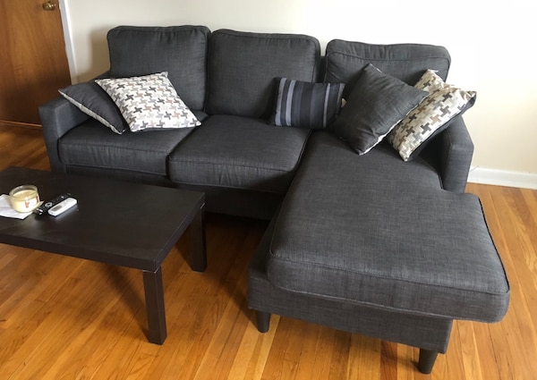 Gray Fabric Sectional Sofa With Throw Pillows From Bobs Used For 1 Month Usado En Venta Rochelle Park Letgo