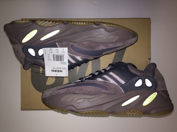 6f8832b579c Used Adidas Yeezy 700 Mauve Waverunners 10.5 11 for sale in New York - letgo