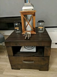 End table 24x24 art Van furniture Chicago, 60640