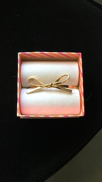 Woman's Kate Spade gold bow bracelet with magnet clasp Old Bridge, 08857