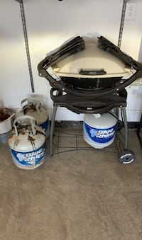Weber grill and 3 x 15lb tanks Gainesville, 20155