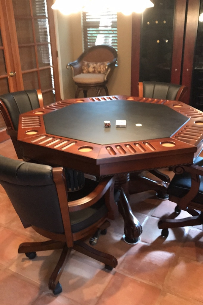 Photo Fine dining/poker/ bumper pool table