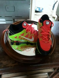 pair of red-and-black Nike basketball shoes Pelahatchie, 39145