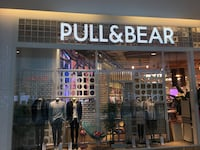 Pull and Bear dükkanı