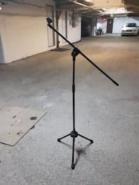 black microphone stand Pointe-Claire, H9R 3H8
