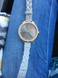 round gold-colored analog watch with link bracelet 44 km