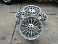gray multi-spoke car wheel set