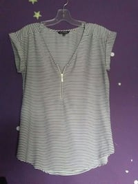 Size small ladies top London, N5V 4N5