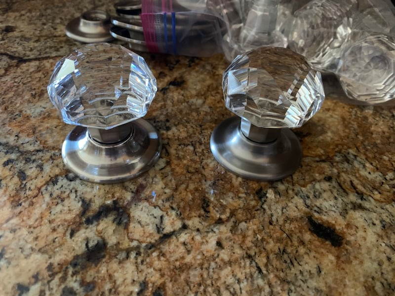 Cryatal knobs 12 super gorfeous and clear 2a8d3743-3087-4d42-8b01-765f3c0dc715