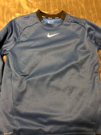 Nike sweater brand new !(Large) Nanaimo, V9T 4C8