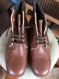 Genuine Totectors brown leather boots. Made in UK. Size 9.