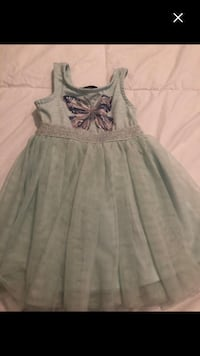 Girls very cute dress size 2t Montréal, H4E